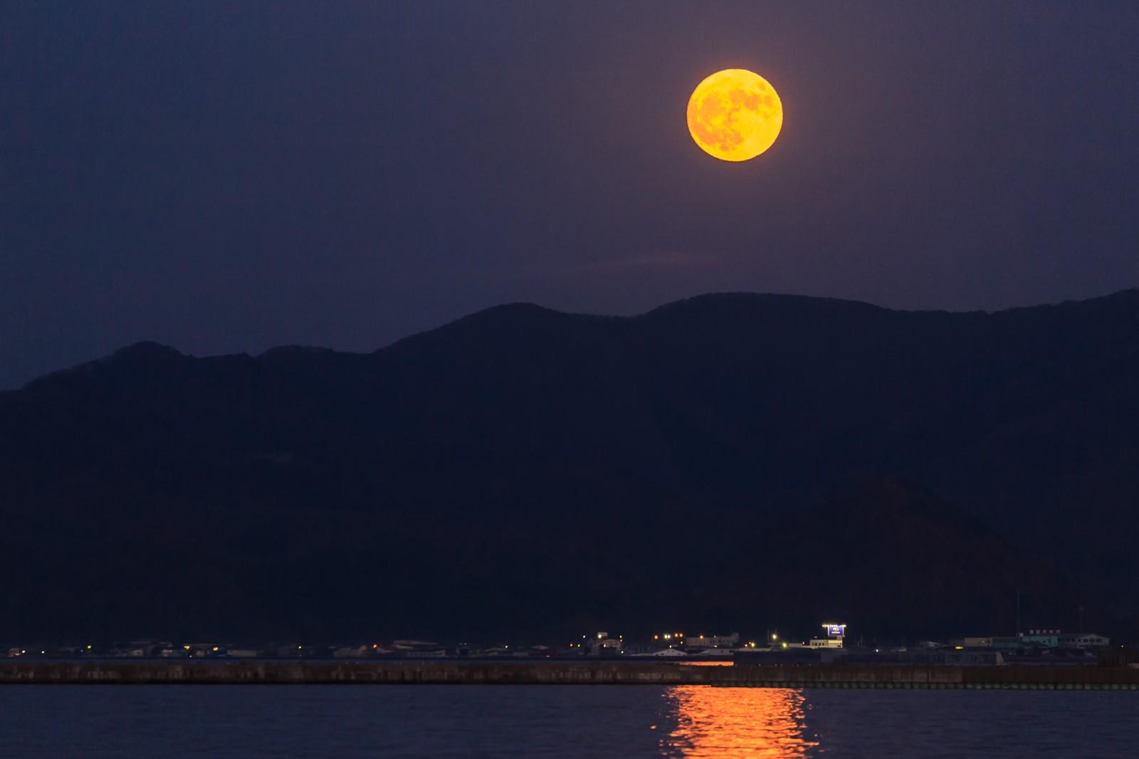 スマホカメラで月を綺麗に撮影する方法とコツって?